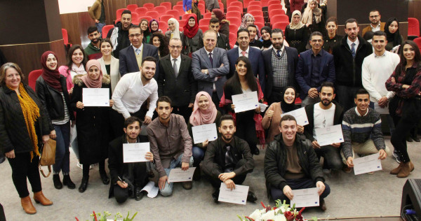 جامعة فلسطين الأهلية وجمعية التنمية تكرمان فريق مناظرات بيت لحم