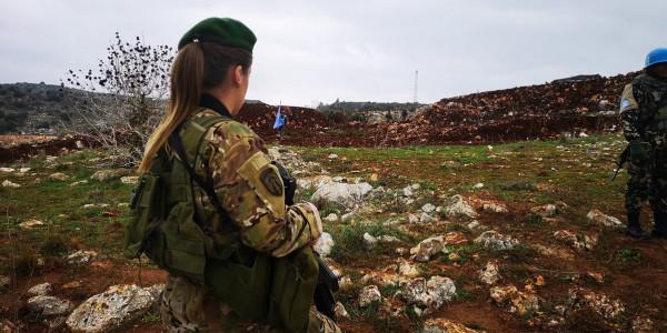 """""""جندية لبنانية بألف جندية إسرائيلية"""".. إعلامي لبناني يؤرق إسرائيل بالصور فقط"""