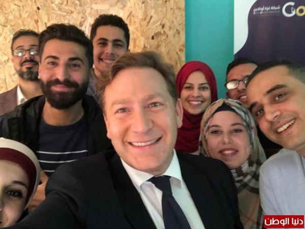سمؤال: الشباب الغزي موهوب وطموح والحكومة البريطانية تعمل على دعمهم بمنح ومشاريع
