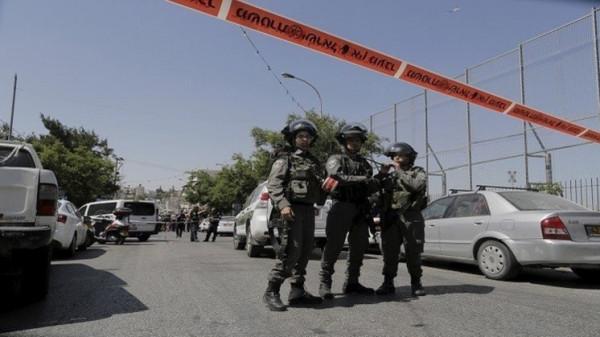 شاهد: إصابة شرطييْن إسرائيلييْن بعملية طعن في القدس واستشهاد المُنفذ