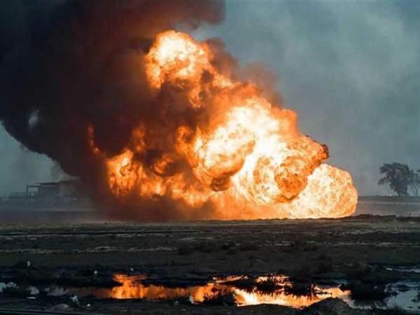 فيديو.. حريق هائل داخل أحد آبار البترول في مصر