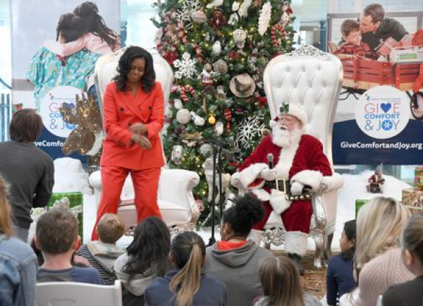 فيديو: ميشيل أوباما تسرق الاضواء من ميلانيا ترامب برقصة مع بابا نويل