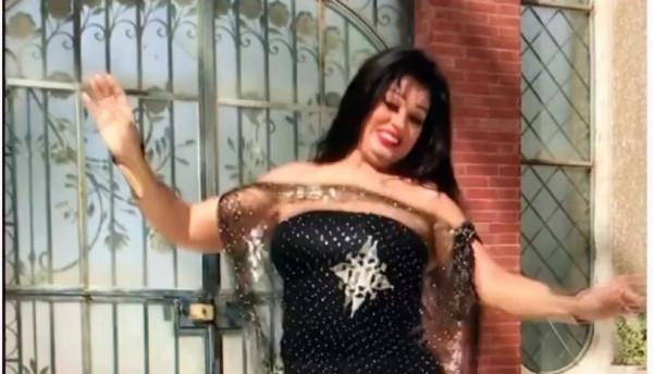 فيديو: ببدلة سوداء جريئة.. وصلة رقص جديدة لفيفي عبده