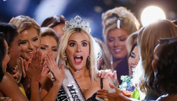 """فيديو """"غير محترم"""" يجبر ملكة جمال أميركا على الاعتذار.. لن تتخيل مافعلته"""