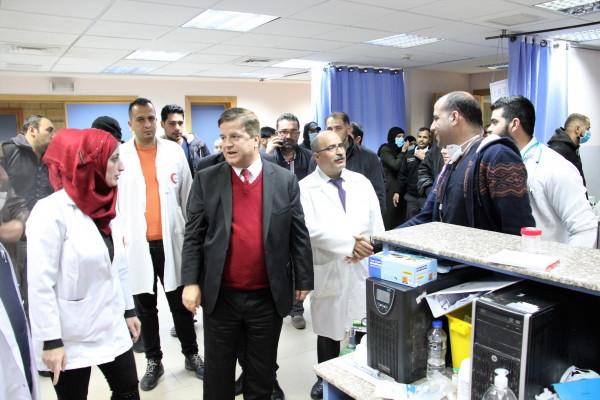 وزير الصحة يعود الجرحى في مجمع فلسطين الطبي ويطمئن على سير العمل