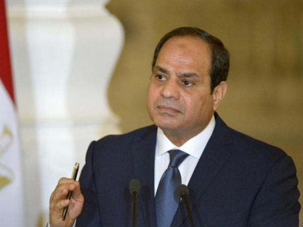 """""""مرة إنارة ومرة ميزانية.. السيسي يصدم محافظ القاهرة بثلاثة أسئلة ويحرجه على الهواء"""
