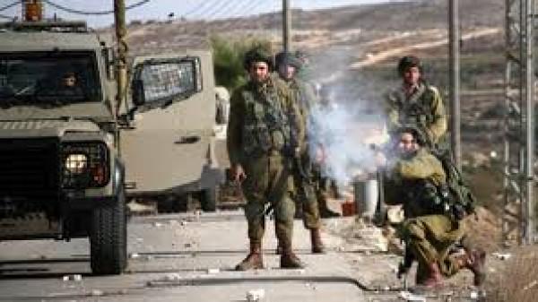 إصابة شابين دهستهما مركبة للاحتلال بالبيرة واعتقال مواطن على حاجز قلنديا