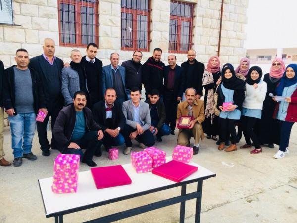 طلبة مدرسة فرخه ومجلس اولياء الامور وحركة فتح يكرمون معلميهم بيوم المعلم