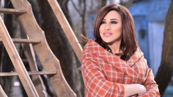 """نجوى كرم تهدد جمهورها بترك المسرح لسبب """"غير منطقي"""".. والجمهور غاضب"""