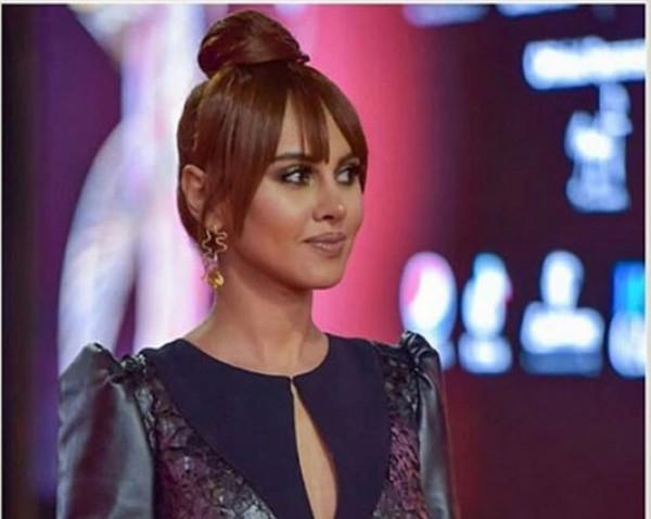 """""""شورت"""" ياسمين رئيس المثير يُعيد فتح النار على فستان رانيا يوسف"""