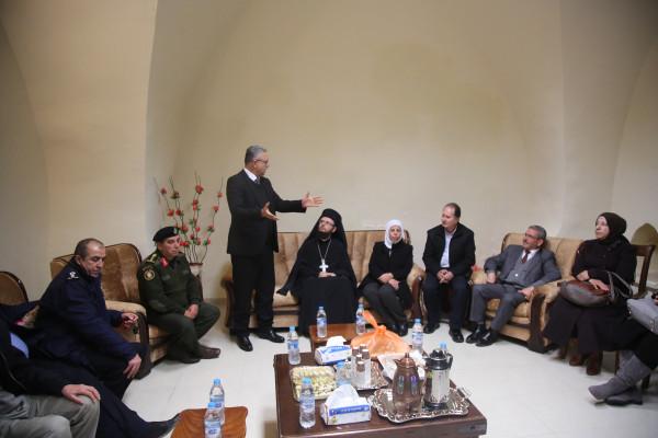 المحافظ أبو بكر يزور كنيسة الروم الأرثوذكس بطولكرم