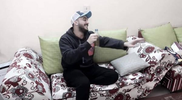شاب سعودي يُمثل على أمه دور المخمور.. رد فعلها أثار غضب المُشاهدين