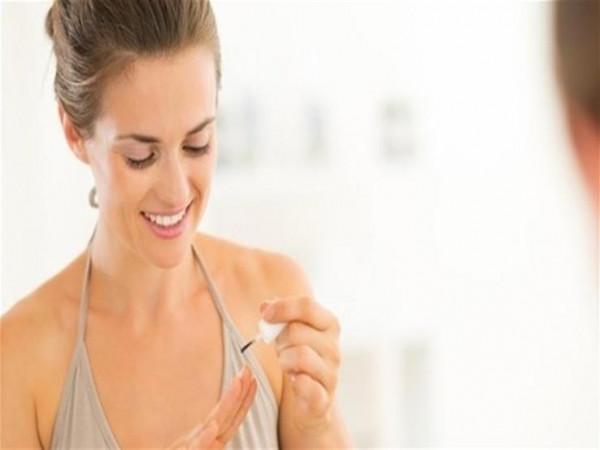 حيل بسيطة لإزالة طلاء الأظافر