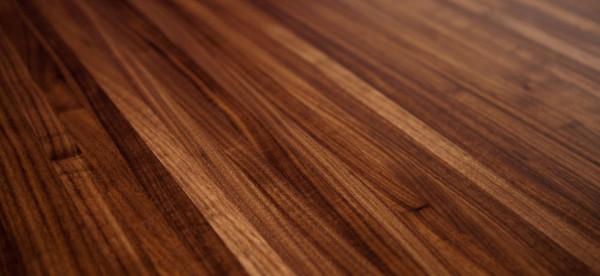 طريقة فعالة بسيطة لتنظيف حروق الخشب باستخدام المكواة والمايونيز
