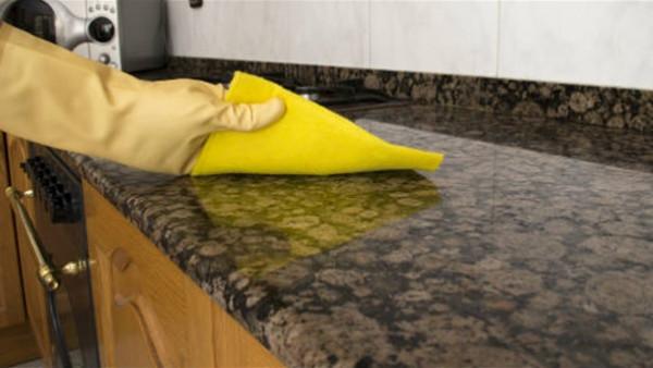 احترسي من الليمون والسلك.. أخطاء تنظيف رخام المنزل
