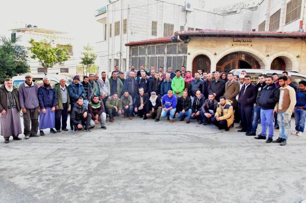 موظفو وعمال بلدية يطا يواصلون إضرابهم بسبب سلوك رئيس وأعضاء المجلس البلدي