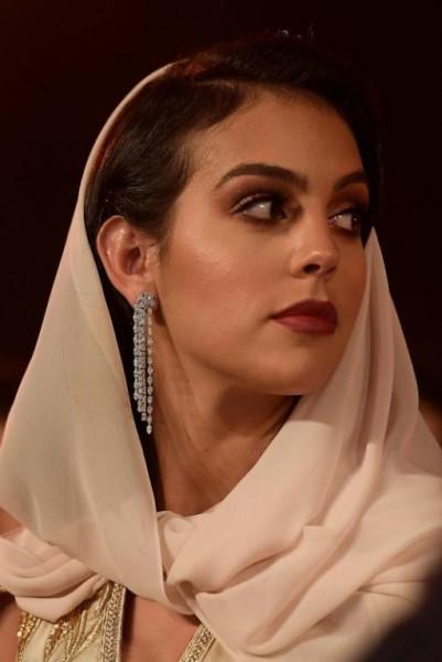 حبيبة كريستيانو رونالدو بالزّي المغربي