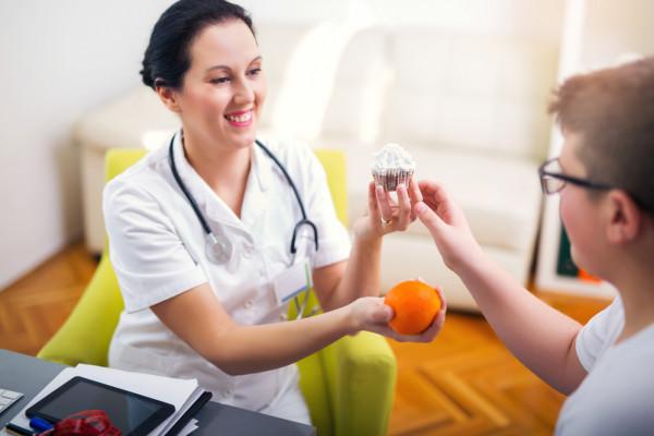 تعرضينَ طفلكِ أخصائي التغذية؟