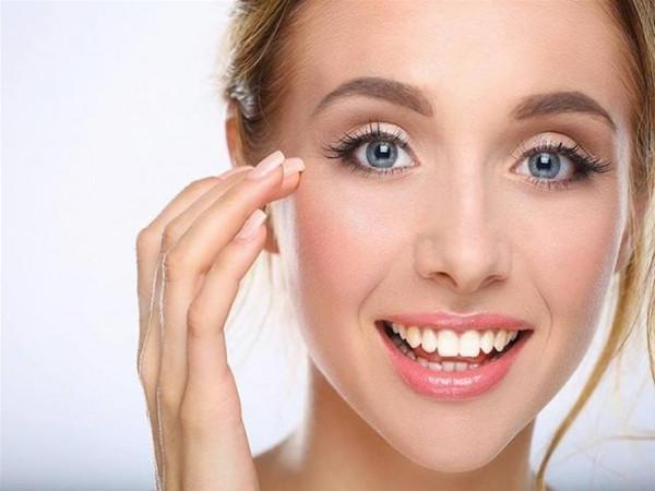 """الابتسام أثناء وضع """"الكريم"""".. 11 نصيحة من خبراء التجميل لبشرة مثالية"""