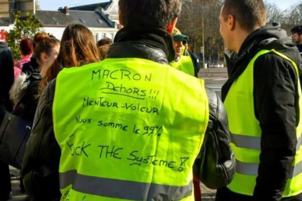 """الحكومة الفرنسية تنتقد """"الدعم الخارجي"""" لحركة السترات الصفراء"""