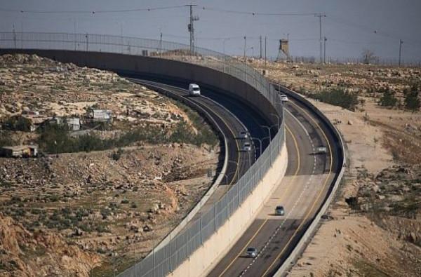 الأول من نوعه.. افتتاح جدار فاصل بين المركبات الإسرائيلية والفلسطينية برام الله
