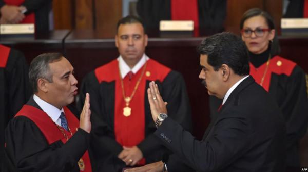مادورو يؤدي اليمين أمام المحكمة العليا ليبدأ فترة ولاية ثانية