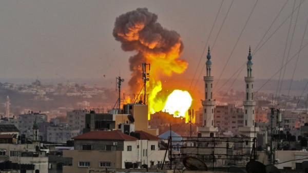 جيش الاحتلال يقصف أهدافاً في قطاع غزة