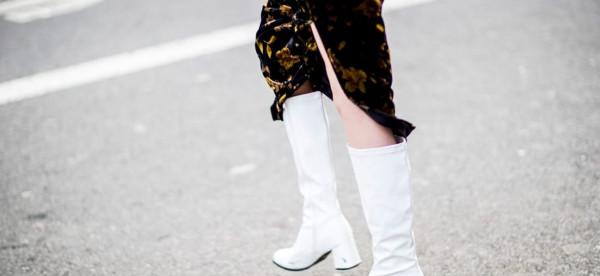 6 طرق لتنسيق البوت الأبيض مع ملابس الشتاء