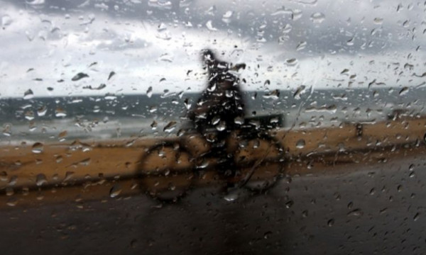 راصد جوي: انخفاض درجات الحرارة اليوم الأحد وزخات من الامطار يوم الاثنين