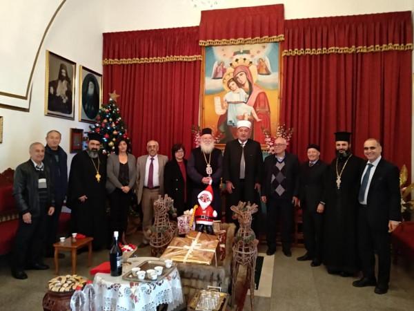وفد رئاسي فلسطيني يُهنئ القيادات المسيحية بالأعياد
