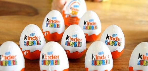 """لعبة """"مشبوهة"""" في بيضة """"كيندر"""".. والشركة تعتذر"""