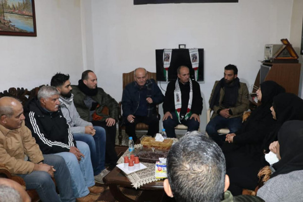 وفد قيادي من جبهة التحرير الفلسطينية يزور مخيم برج الشمالي معزيا الجمعة