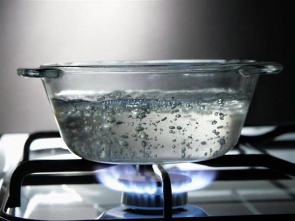 هل تكرار غلي الماء خطر على صحتك؟