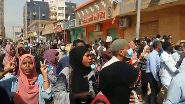 مطالِبة برحيل البشير.. مقتل شخصين في احتجاجات بالخرطوم