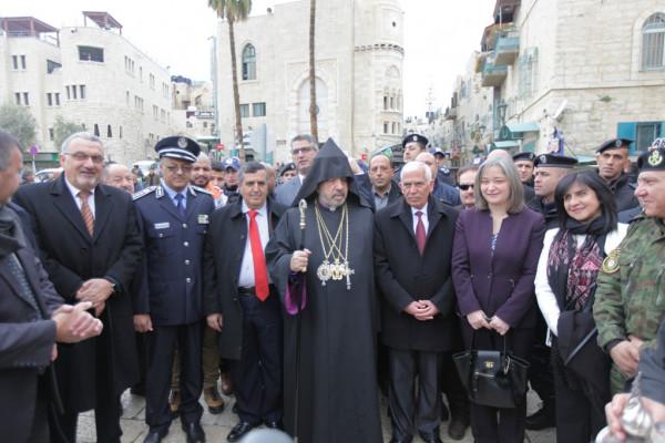 رئيس وأعضاء مجلس بلدية بيت لحم يشاركون في استقبال بطريرك الأرمن