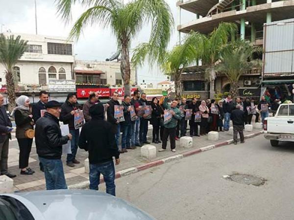 """""""الديمقراطية"""" تنظم وقفة تضامنية في طولكرم ضد اعتقال وضاح زقزوق"""