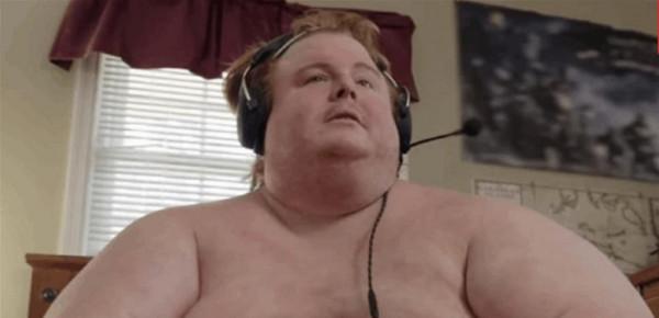 وزنه 300 كلغ.. شاهد الرجل الذي يصر على الأكل حتى الموت