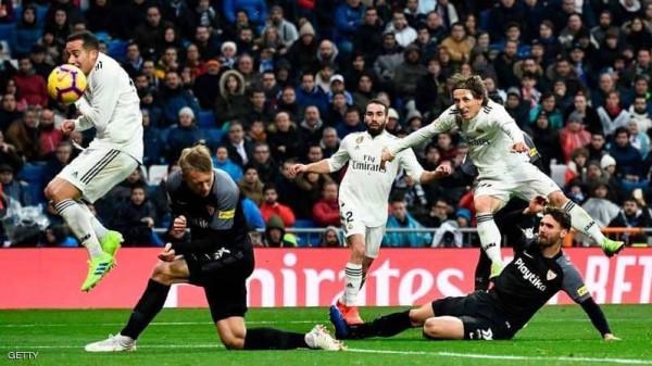 ريال مدريد يصعد للمركز الثالث بعد انتصاره باللحظات الأخيرة على اشبيلية