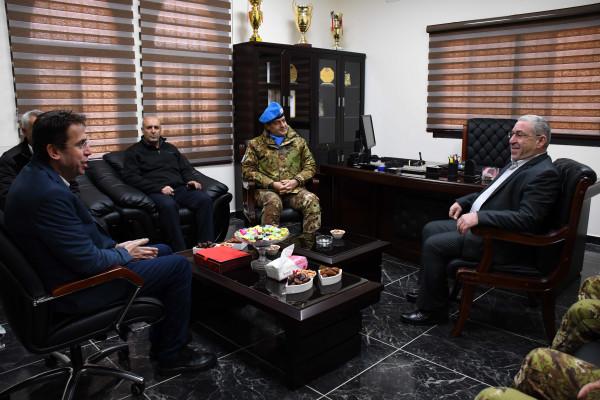 القوة الإيطالية الدولية في لبنان تجهز القصر البلدي في دير كيفا