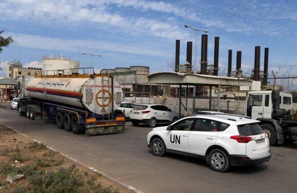"""""""إسرائيل"""" تعفي الوقود القطري لتشغيل كهرباء غزة من الضريبة"""