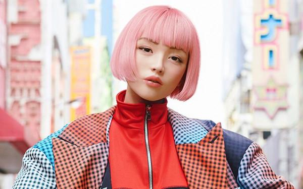 عارضة أزياء يابانية فائقة الجمال تثير ضجة.. لكن حقيقتها صادمة