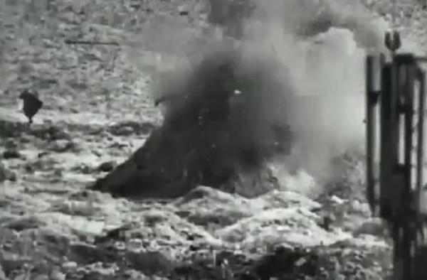 شاهد: لحظة استهداف دبابة إسرائيلية لأحد المواقع التابعة لحماس شرقي القطاع