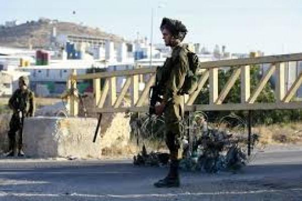 الاحتلال يُغلق مدخلي قرية أم صفا شمال غرب رام الله