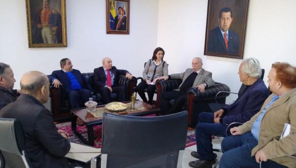 وفد كبير من الجبهة الديمقراطية يزور السفارة الفنزويلية