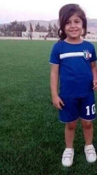طفلة طوباسية تتبرع بقيمة جائزتها لنادي طوباس الرياضي