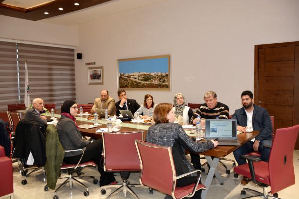 الجامعة العربية الامريكية تناقش سبل التعاون البحثية مع جامعة ايغزيتير البريطانية
