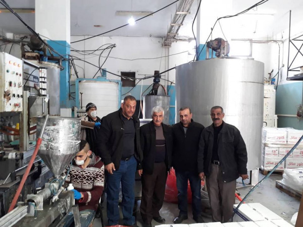فرع الاتحاد العام لنقابات عمال فلسطين بجنين ينظم زيارة لمصنع البريق للمنظفات