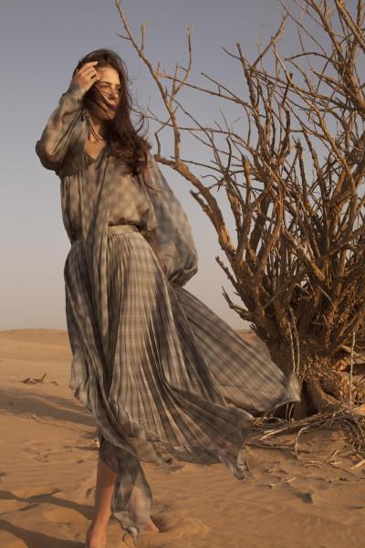 e2b2426d857a7 صحراء دبي مصدر الهام ديانا آرنو في مجموعة ربيع وصيف 2019