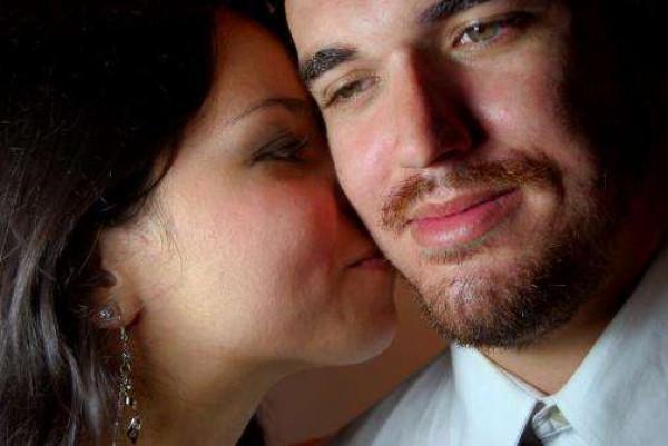 هل تختلف رائحة الرجل الأعزب عن المتزوج وتقربه أكثر من النساء؟