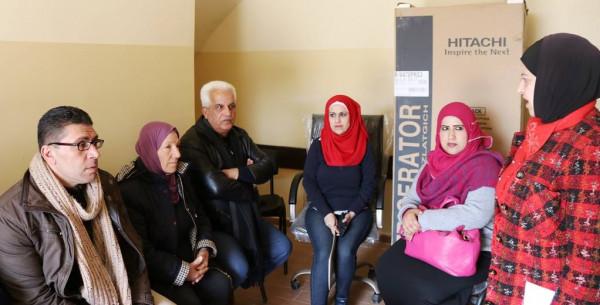 المحافظ البكري يسلم مكرمة الرئاسة لسيدات البلدة القديمة